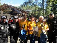 Branný závod pro seniory - naše děvčata s policisty